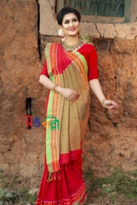 Red Parrot Chumki Saree With Blouse Piece
